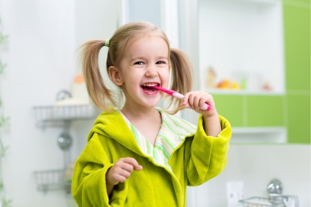 child brushing teeth - kids dentist in Grand Prairie, Alberta schedule appointment